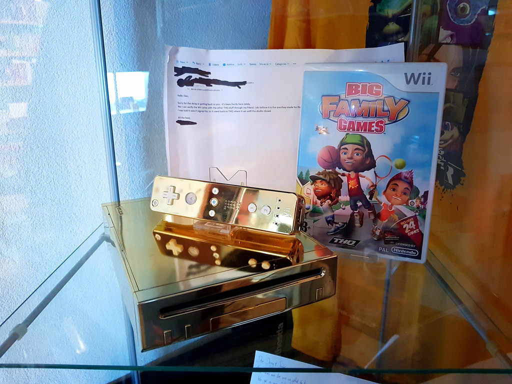 CV | The Queen of England's gold plated Wii has a new owner!