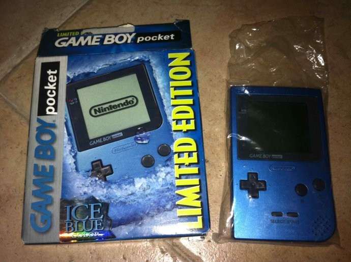 CV | Game Boy Pocket Ice Blue